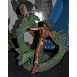 DC COMICS WONDER WOMAN VS HYDRA MINI PATINA STATUE