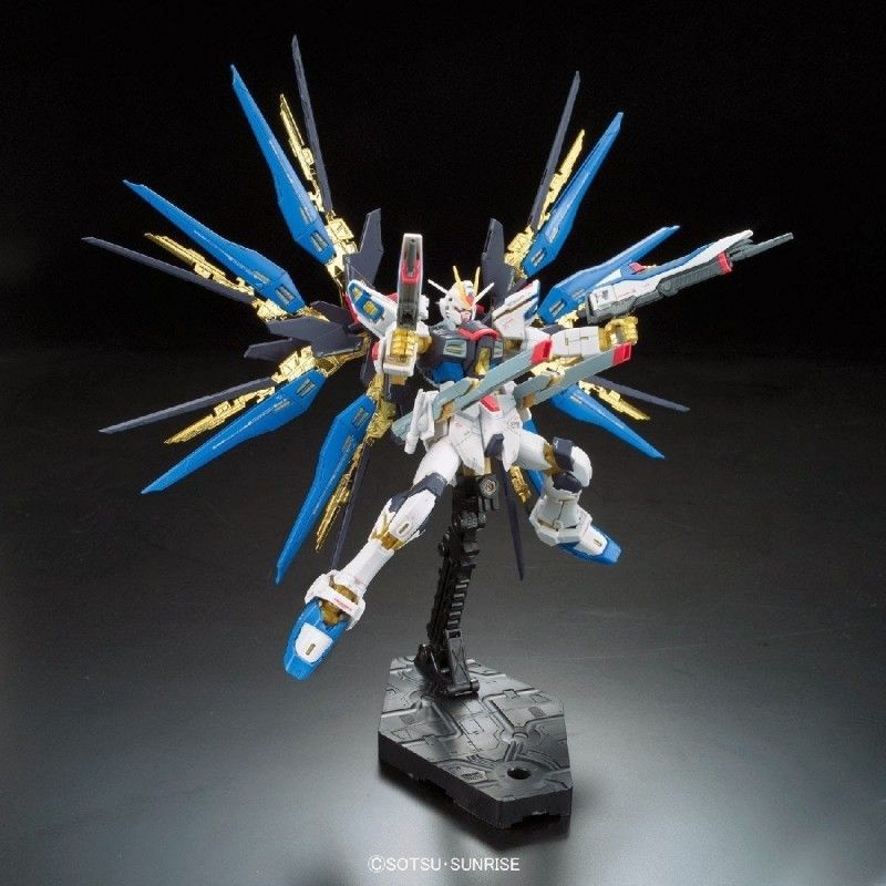 PERFECT GRADE PG GUNDAM STRIKE FREEDOM 1/60 MODEL KIT FIGURE BANDAI