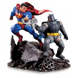 THE DARK KNIGHT RETURNS BATMAN VS SUPERMAN MINI BATTLE STATUE RESIN 17CM FIGURE DIORAMA