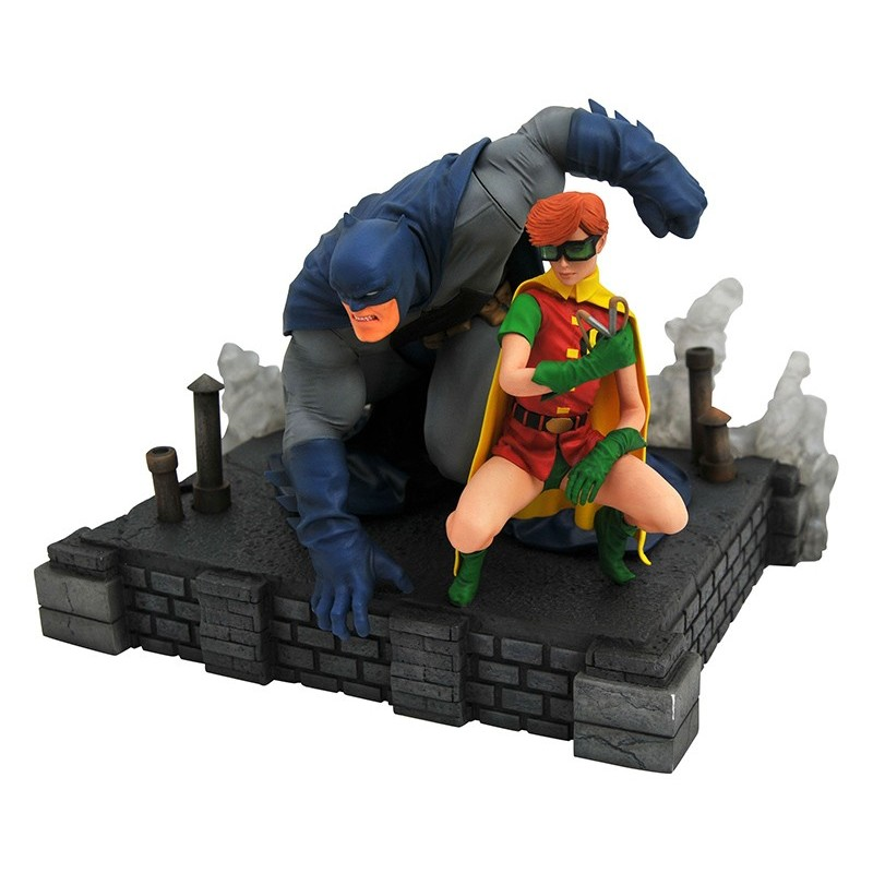 DC GALLERY DARK KNIGHT RETURNS BATMAN AND CARRIE DLX FIGURE STATUE