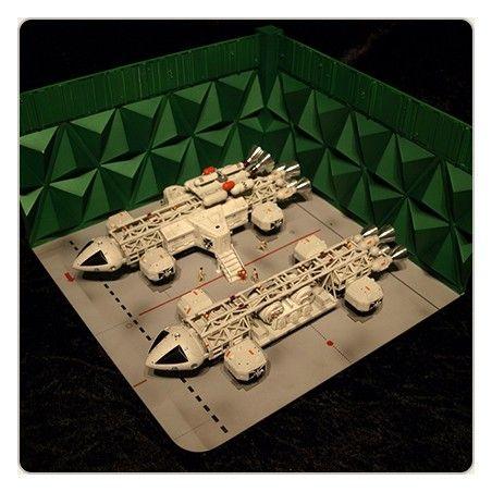 SPACE SPAZIO 1999 - MOONBASE DOUBLE EAGLE HANGAR 30CM REPLICA FIGURE