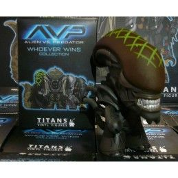 AVP ALIEN VS PREDATOR COLLECTION - GRID ALIEN VINYL ACTION FIGURE TITANS