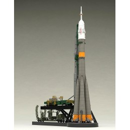 GOOD SMILE COMPANY SOYUZ ROCKET AND TRANSPORTER TRAIN 1/150 MODEL KIT